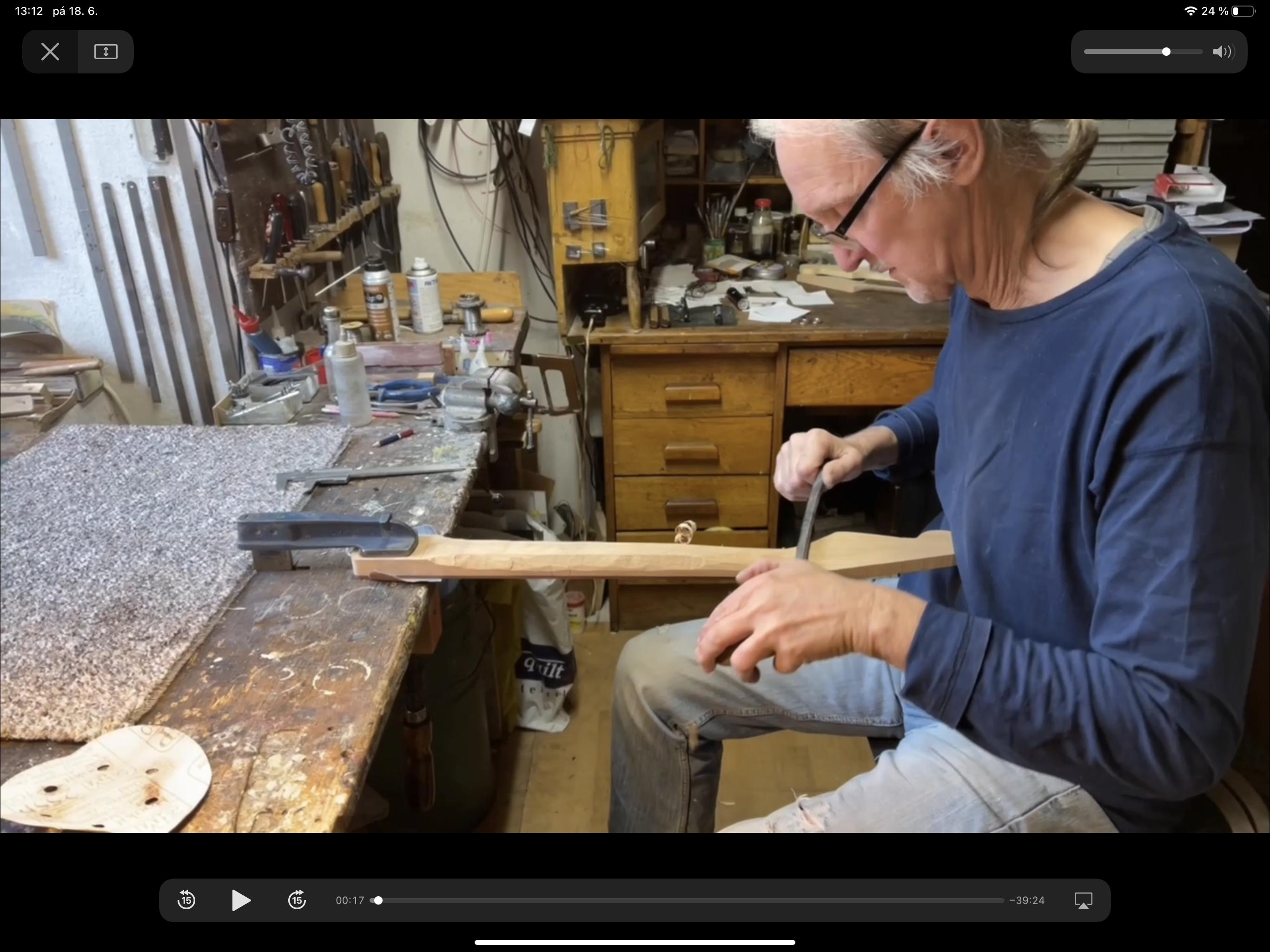Ruční výroba Stratocasteru